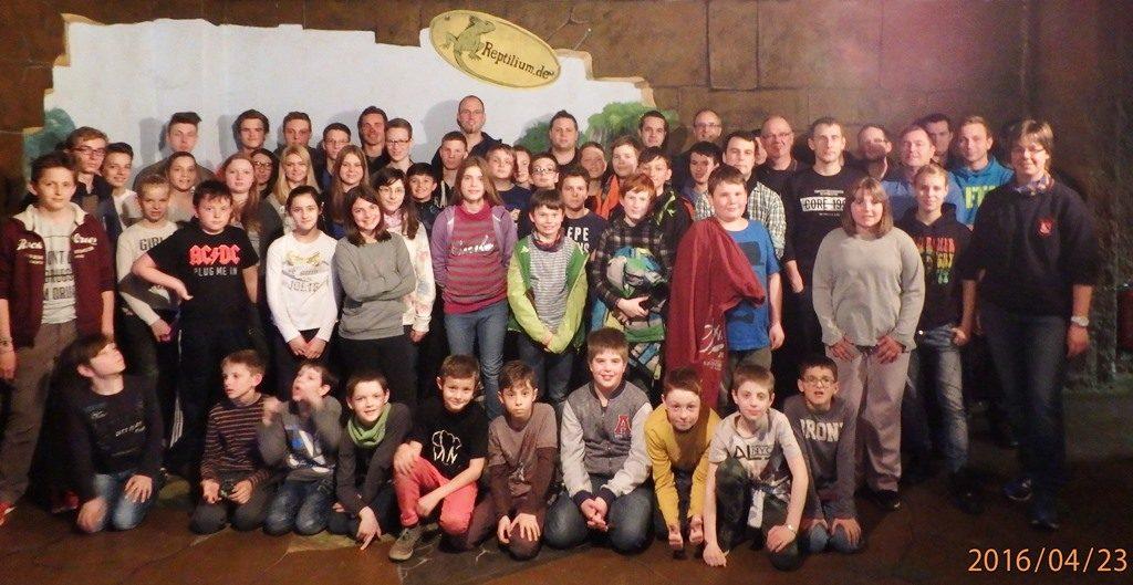 Gruppenbild der Teilnehmer des Ausflugs der Gesamtjugendfeuerwehr Ettlingen am 23.04.2016